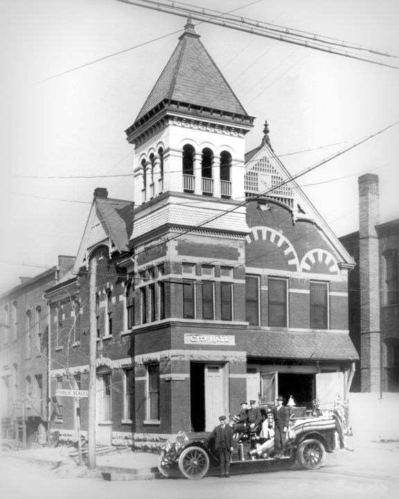 Murfreesboro City Hall and Fire Hall in 1906